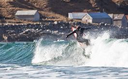 LOKAL KJENNING: Jarand Fretheim har gjort surfing i Norge til sin næringsvei.Bilde Nerdrum