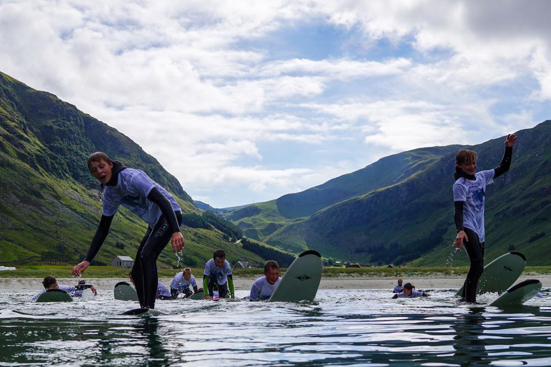 Denne ungdomskolen har surfing på timeplanen