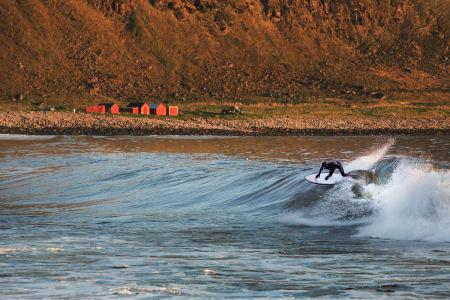 FLYTTET: Joacim Nyhaugen dro nordover på bølgejakt. Det ga full score. Foto: Joakim Andreassen