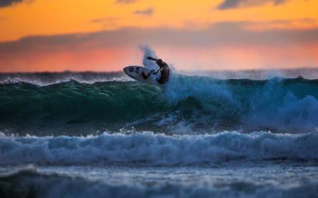 Østlandets surfspot # 1 er Saltstein. Espen Evertsen er blant de fast besøkende. Bilde: Mats Grimseth
