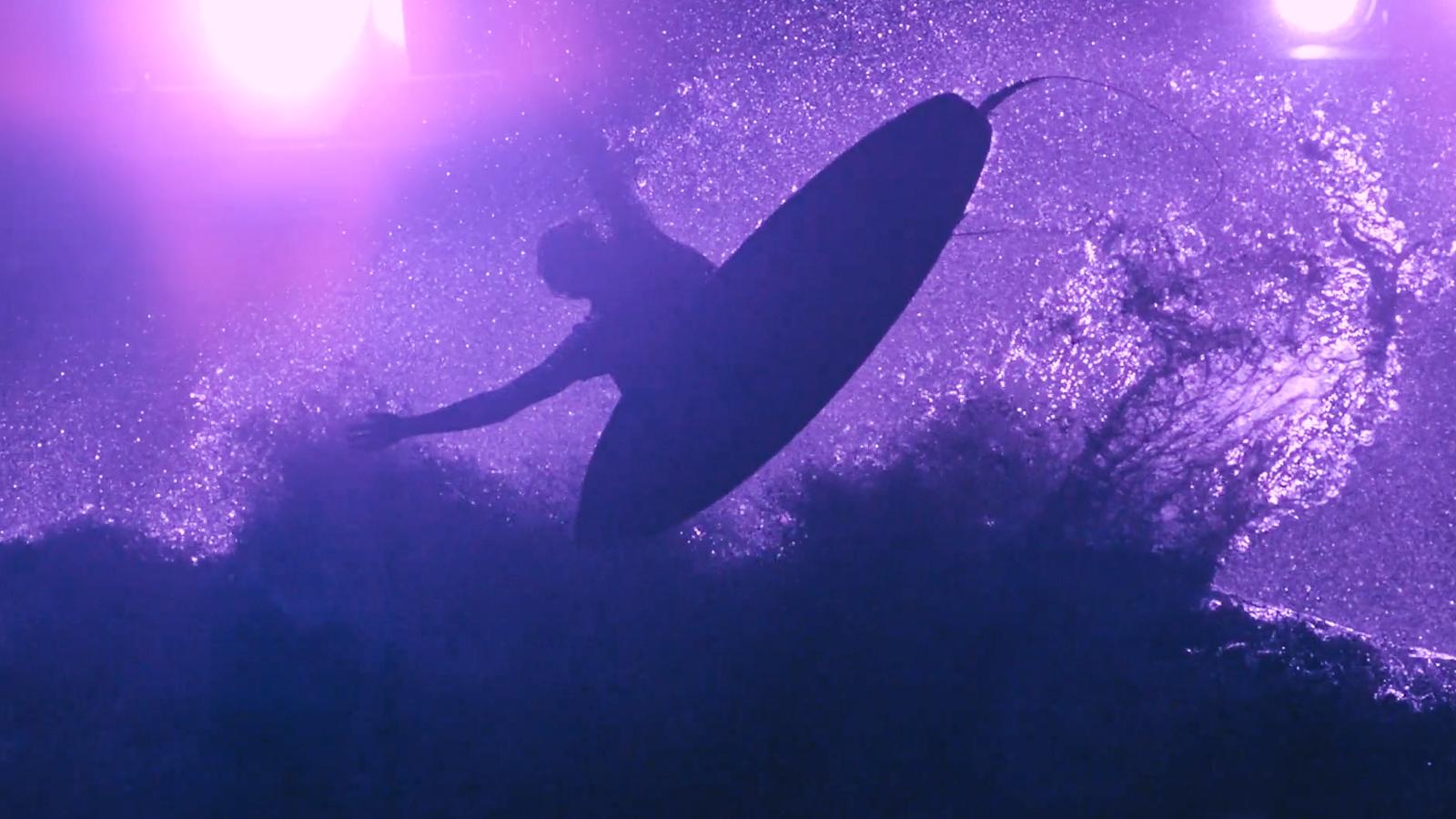 Hyller Prince i lilla surfedit