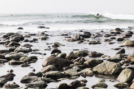 HAR IKKE NOE ANNET: Spotten er unik, og det finnes ingen andre plasser surfere på Østlandet kan holde på enn Saltstein. Bilde: Christian Nerdrum