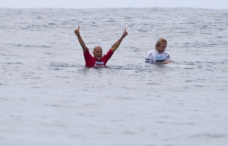 FORNØYD: Kelly Slater gruste Owen Wright i finalen på Tahiti.