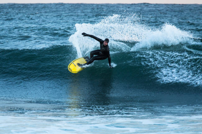 Slik skal du stå når du surfer