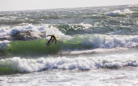 ROTETE HAV: I forkant av konkurransen advarte arrangørene utøverne mot overmot i vanskelige surfeforhold Saltstein. Foto: Jostein Nilsen