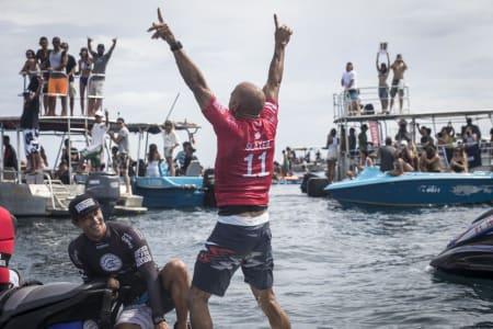 VANT: Kelly Slater vant på Tahiti. Foto: WSL