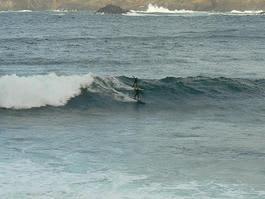 Jaran og Torkild i bølgene 10. mars. Foto: Stadsurfing