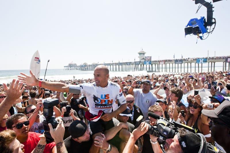 MR. POPULAR: Mer enn 100.000 mennesker tok imot Slater da han kom i land etter seieren under Nike US Open på Huntington Beach.