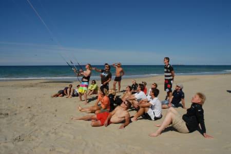 KITEMEKKA: Borestranden på Jæren er et prefekt plass for kursing av kite. Siden sporten kom til Norge har tusenvis av mennesker lært seg kunsten å styre dragen nettopp her. Bilde:  Bilde: Anne-Christine P. Meling