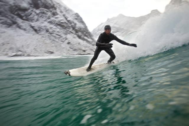 SURF: Bølgene var fine der Jørn og Inge tilbragte vinteren! Foto: Jørn Ranum