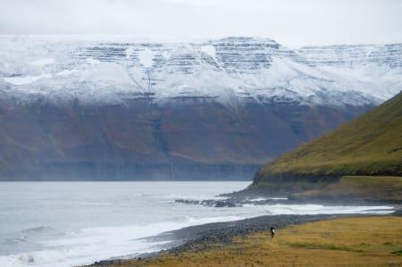 ØDE: Ikke forvent å slå av en prat i lineupen på Island. Det tok oss nesten to uker å finne en annen surfer å dele bølgene med.