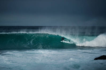 Det blir høyt nivå på surfinga når Mick Fanning er i Lofoten. Foto: Emil Kjos Sollie