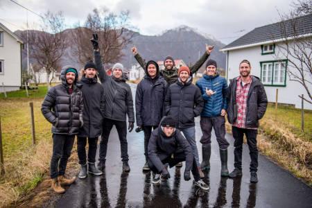 Mick Fanning fant seg godt til rette med det norske crewet. Foto: Trevor Moran