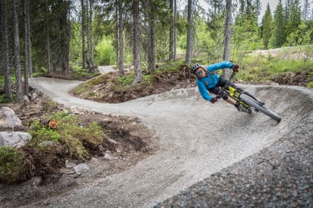 UTEN SKI: Supervention-profilen Anders Backe er en ihuga syklist om sommeren. Foto: Ola Mattsson