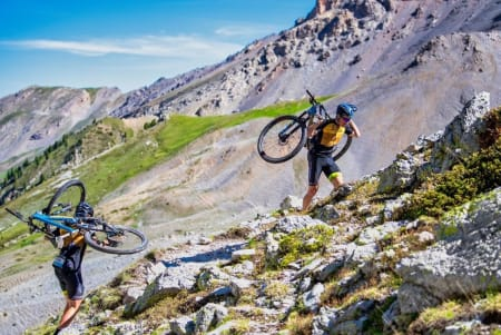ALPE-RITT: Norske debutanter i maratonrittet Alps Epic, et 330 kllometer langt terrengritt i Hautes-Alpes, Frankrike. Foto: Remi Fabregue/Alps Epic
