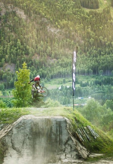 Anir Bråten er en ung og svært lovende freeride syklist