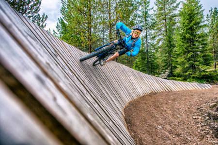 POPULÆRT: Sykkelparkene har økning over hele landet. Blant de som testet anlegget i Trysil i sommer er skiproff Anders Backe. Foto: Hans Martin Nysæter
