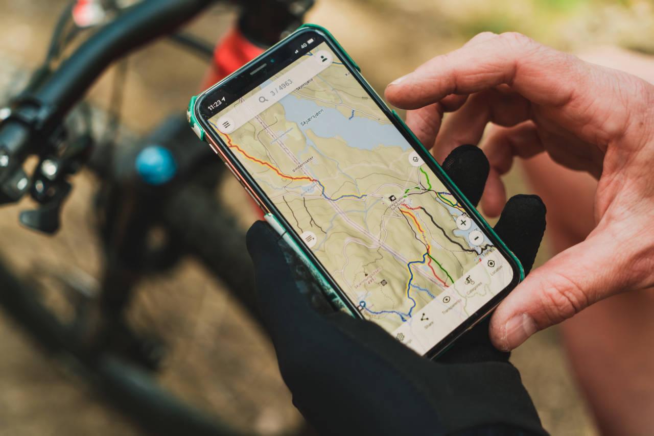 Gps-en din sørger for at kartet (på f.eks trailguide.no eller mtpmap.no) følger seg og sykkelen din når du skal finne frem til nye sykkelstier. Bilde: Christian Nerdrum