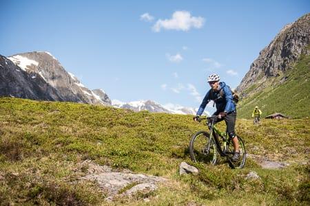 FESTIVALFEBER: Det ble blant annet syklet, badet, skikjørt og klatret på Stryn. Foto: Vegard Breie