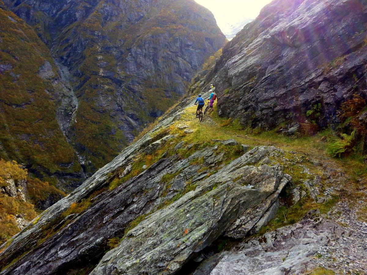 RÅFLOTT: Sjeldne omgivelser og superfet sykling er sentrale stikkord for stisyklinga rundt Stryn. Himalayastien er kanskje Norges råeste stisykkeltur. Foto: Jörgen Fredriksson