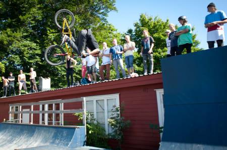 Gappet fra vertvegg til micro-bue som ingen tok, men som Adrian forsøker å flaire over. Foto: Mads Huseby.