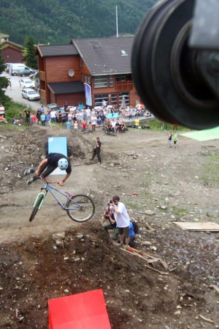 TAILWHIP: Høyt nivå i slopestylekonkurransen! Foto: Tore Meirik
