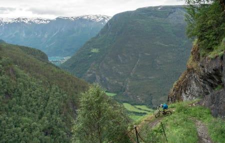 GAMLE KUNSTER: Norsk veibyggingskunst anno 1650 Holder fortsatt mål og gir etterlengtet flyt ned fra Fuglesteg.