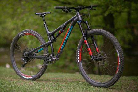 PÅ INSTINKT: Rocky Mountain Instinct er testens kvikkeste og mest lettsyklede sykkel. Den er også testens rimeligste. Vær obs på at du kanskje bør gå opp en størrelse.