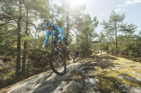 TESTING: Øyvind Aas i front med CUBE Stereo 160 c:62. Foto: Kristoffer Kippernes