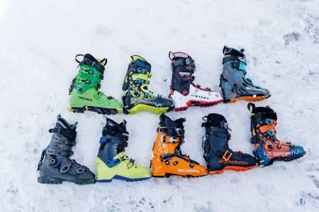 STOR TEST: Hele ni par toppturstøvler er med i vår test av sko rundt halvannen kilo – som åpner for både lange oppturer og aggressive nedkjøringer.