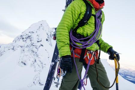 KRIMSKRAMS: Skiturseler bør ha plass til en god del utstyr, og store og stive løkker er tyngre og enklere å bruke med hansker på – da må det inngås kompromisser. Foto: Martin Innerdal Dalen