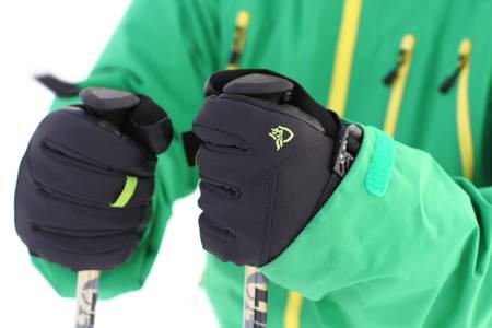 GODT GREP: Norrøna Narvik dri1-hanskene har alle detaljer du trenger, og ingen unødige, for lange dager i skiheisen.