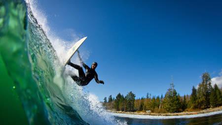 NORSK FØLELSE: Ekstra troverdig er det for oss nordmenn at Patagonias profil stort sett identifiserer seg med kaldt vann - hette, hansker og sko.