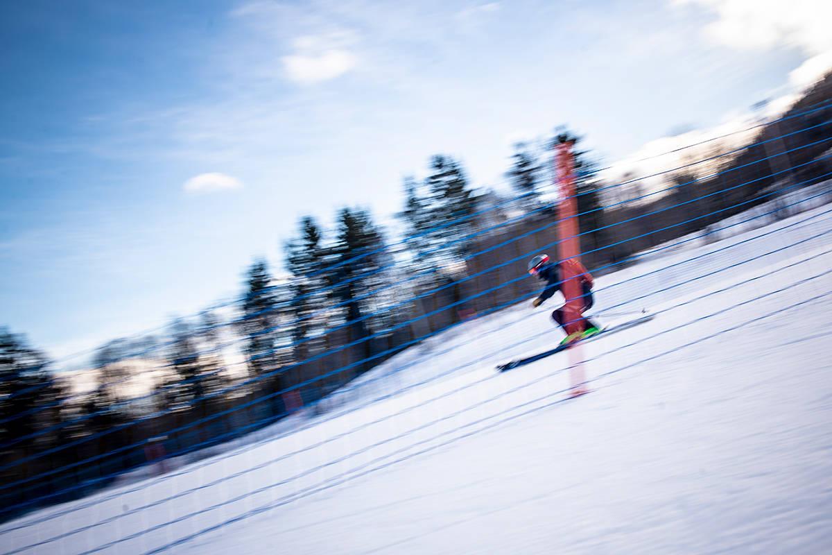 SVINGFABRIKK: Ål skisenter er kjent for gode bakker. Her er Henning Reinton i sving på den siste biten inn mot heisen. Foto: Vegard Breie