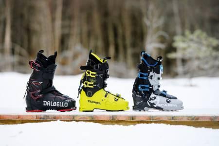 UTFORDRERE: Vi har testet tre toppmodeller i klassen kjøreorienterte toppturstøvler med vekt rundt 1400 gram. To av skoene er nye denne sesongen. Fra venstre: Dalbello Lupo Air, Tecnica Zero G Tour Pro og Scarpa Maestrale XT.