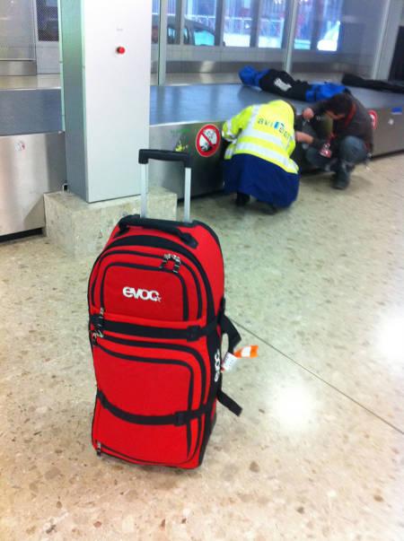 PÅ TUR: Evoc World Traveller på flyplassen i Geneve. Foto: Tore Meirik