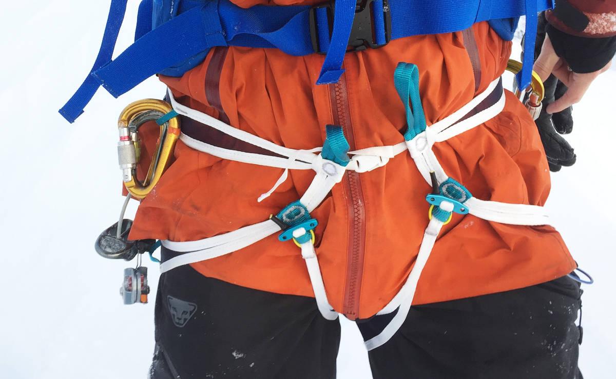 KLATRESELESELFIE: ...det kan kanskje bli en populær emneknagg på Instagram? Her er i hvert fall Blue Ice i aksjon på skitur i bratte fjell på Nordmøre. Foto: Tore Meirik