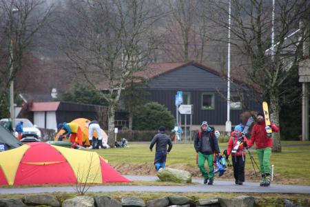 FESTIVALEN I GANG: Deltakerne er på vei til sine første turer på årets første High Camp. Foto: Håvard Myklebust
