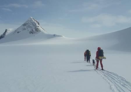 Mjølkedalsbreen, Langeskavlstind, Uranosbreen, Fondsbu