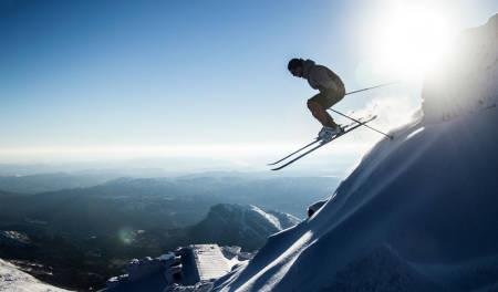 FOR SPESIELT INTERESSERTE: Vinteren er i gang på Gaustatoppen, men bare såvidt. Det meldes om 15 høydemeter skiføre på den 1883 meter høye toppen i Telemark. Foto: Kristian Louis Jensen