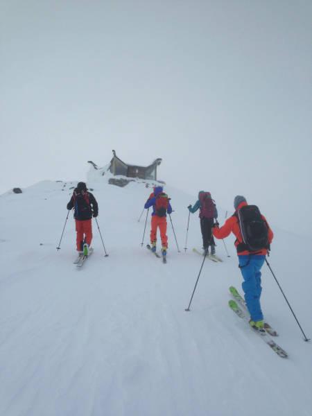 På vei opp til toppen av Galdhøpiggen på lørdag.