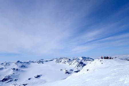 HØYT OVER: Jotunheimen har mye å by på, og i vinter har mange begitt seg ut på Høgruta Jotunheimen. Foto: Erlend Sande