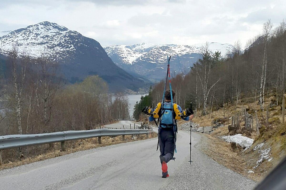 Sju mil og 4500 høydemeter på 14 timer og 19 minutter ble fasiten på Jølstravatnet Rundt denne uka. Foto: Øyvind Holsen Foss