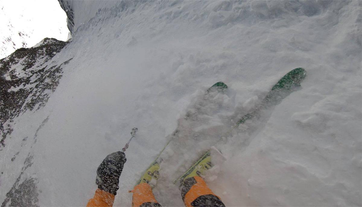 RÅESTE EVER: Hilaree Nelson på vei ned verdens råeste skilinje på Lhotse i Himalaya.