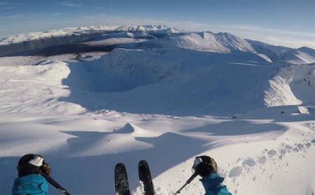 PUDDER: Bra med snø og nydelige forhold på Nordmøre like før helga. Foto: Robert Aaring