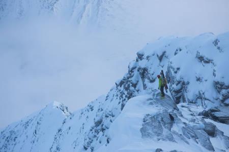 PÅ HESTERYGGEN: Toralf Furseth nyter en pause fra gjennombruddskare i forbindelse med bestigning av østryggen på Hesten i Innerdalen. Foto: Tore Meirik