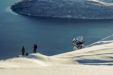 OPPTUR: Det er ikke alltid man leser om snøvær som en positiv overraskelse i Norges nordligste fylke, men her er unntaket. Bilde: Ingrid Lonar