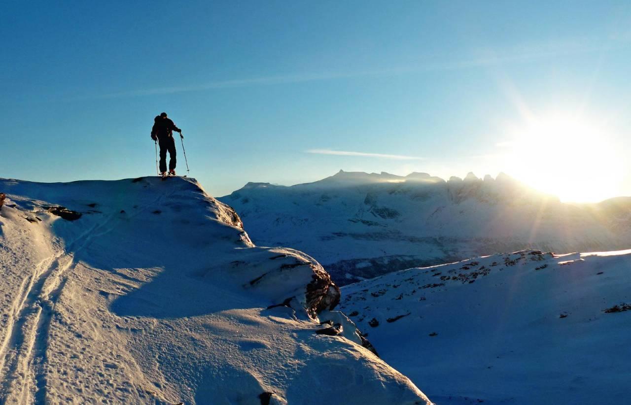 Utsikt mot Småtindane. Foto: Torgeir Kjus. / Toppturar rundt Bodø.