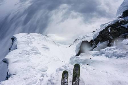 NED HER: Vestsida av Storebjørn sett ovenfra gjennom Gjermund sitt kamera. Foto: Vegard Aasen