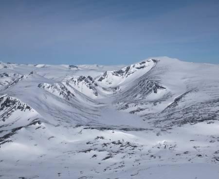 Dag 3 starter med en jevn, fin oppgang mot Norges nest høyeste fjell, Glittertinden (2460 moh)  Foto: Marte Stensland Jørgensen / Høgruta i Jotunheimen.